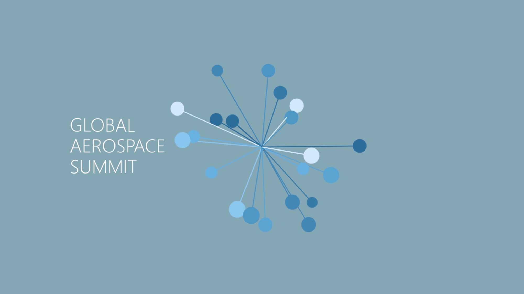 """Das Bild zeigt einen blauen Hintergrund. Auf diesem liegt eine Animation. Diese Animation stellt eine Art Molekül Sammlung dar. Daneben steht ein animiert Text, dieser sagt """"Global Aerospace Summit"""". Die Moleküle sind in verschiedenen Blaugrünen an Strichen zu finden, die in der Mitte zusammen verlaufen. Das Bild dient als Sliderbild für den Portfolioeintrag Aerospace Campus Erklärfilm von Panda Pictures."""