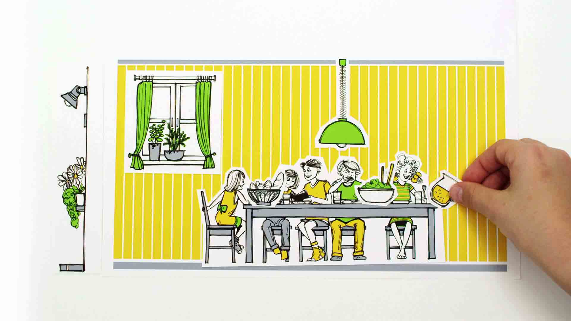 Das Bild zeigt eine Art ausgeschnittenes Papier. Auf diesem sieht man im Animaitonsstil ein Esszimmer gemalt. Die Wand ist geld und vor ihr steht ein großer Tisch an dem Menschen zu mittag essen. Davor ist eine kleine Hand zu sehen, diese greift in das Bild. Das Bild dient als Sliderbild für den Portfolioeintrag Was ist ein SOS-Kinderdorf von Panda Pictures.